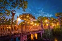 Disneyland Paris Disneyland Park Adventureland Cross the Adventure Bridge copie-X2