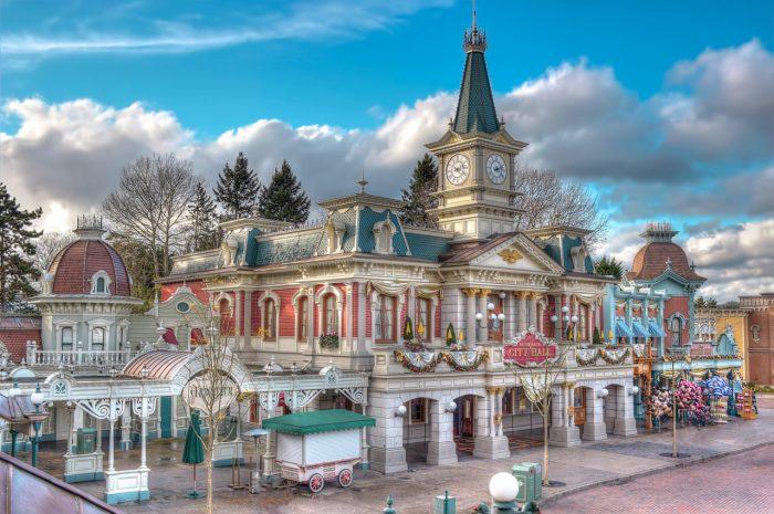 disneyland-park-paris-france-main-street-city-hall-1280x852