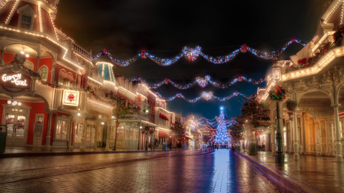 disneyland-park-paris-france-christmas-street-1280x720