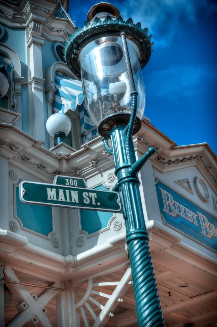 disneyland-park-paris-france-main-street-detail-850x1280
