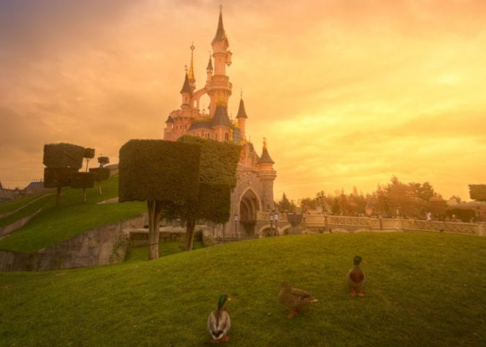 disneyland-park-paris-france-sunset-with-donald-ducks-family-846x1280-jpgb