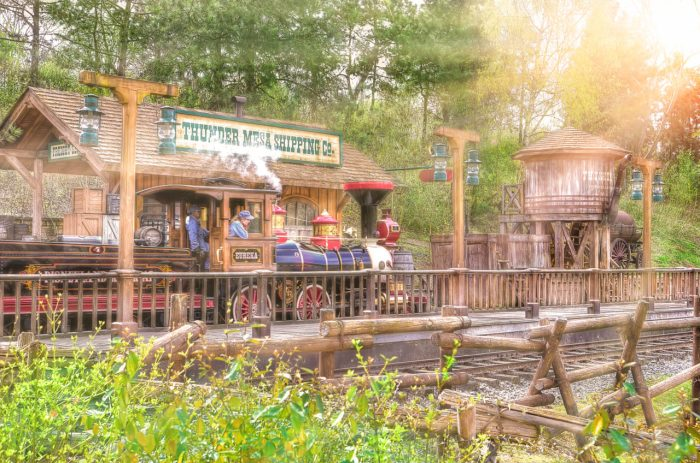 Disneyland-Park-Paris-France-The-Railroad-at-Frontierland-Depot-1280x848