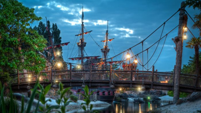 Disneyland-Park-Paris-France-Waiting-a-journey-1280x720.jpg
