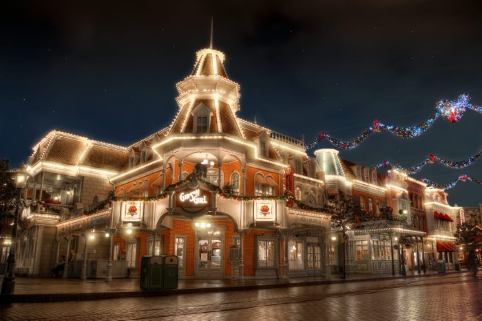 Disneyland-Park-Paris-France-Gibson-girl-1280x854.jpg